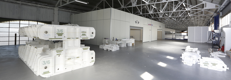 Wir stellen Gussmodelle aus Polystyrol für Seitenteile, Türen, Dächer, Motorhauben und Kotflügel für die Automobilindustrie her